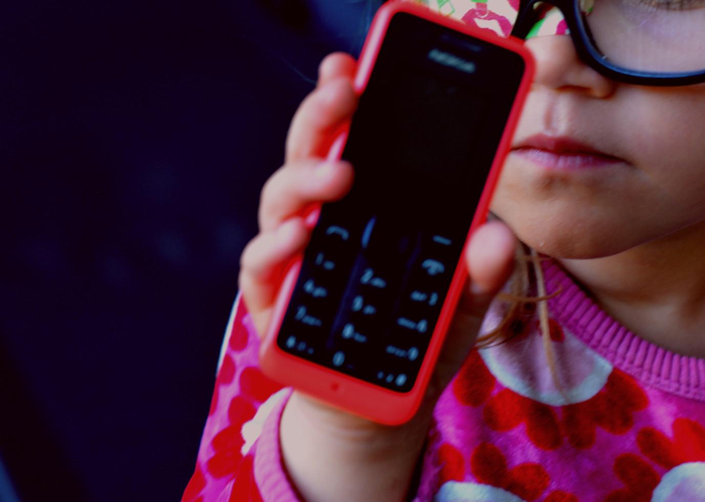Orange knapptelefon